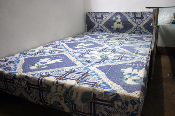 二手简单木床50元出售